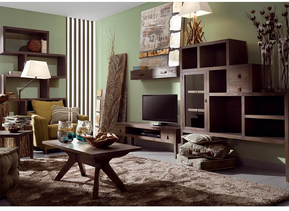 Salon avec grand meuble escalier