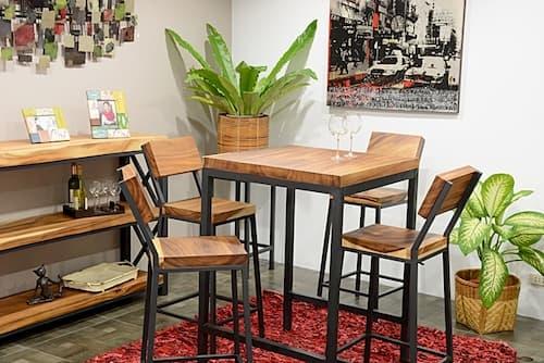 Ambiance style industriel tables et chaises en bois d'acacia et fer